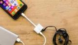 Apple продає перехідники з виходами для навушників і зарядки $35